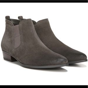 Naturalizer Beck's Taupe Suede 6.5 WIDE Booties